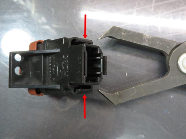 ハザードランプスイッチの電球交換とLED化